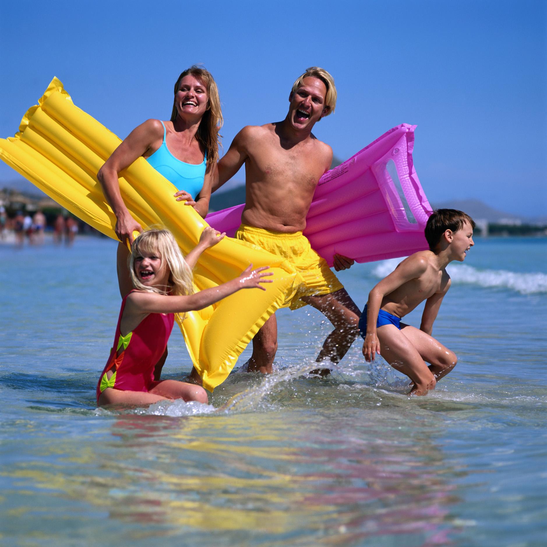 Семейный отдых на пляже фото 11 фотография